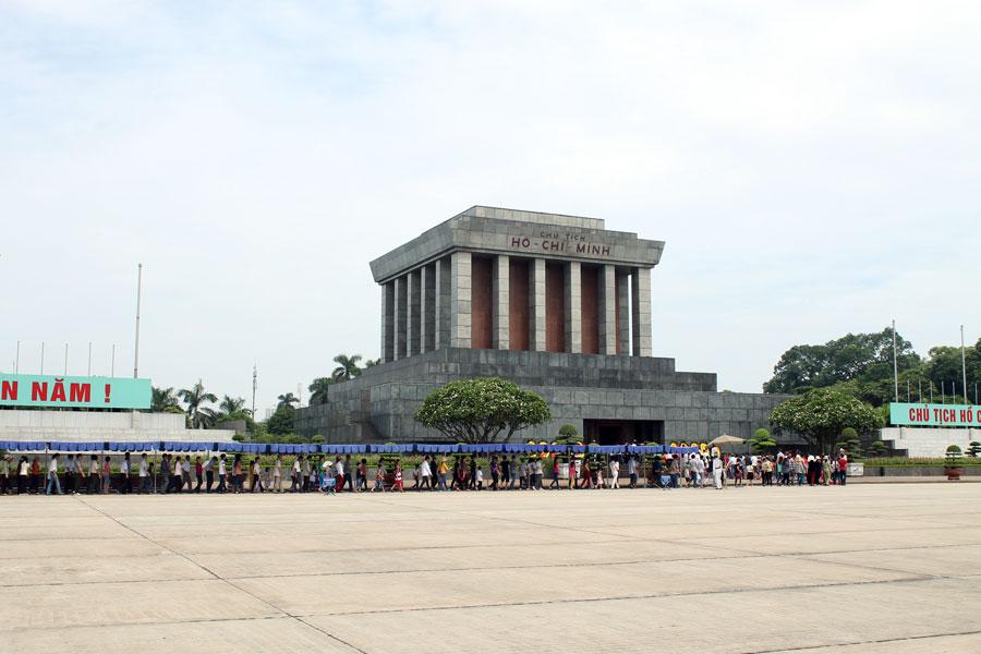 ho chi minh mausoleum hanoi city tour