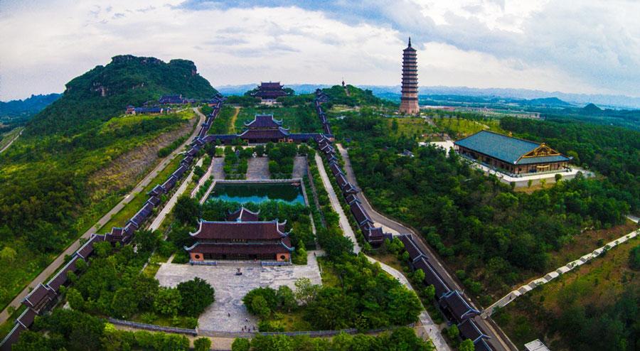 Tour Hanoi- Trang An - Bai Dinh Pagoda Full Day with Smile Travel